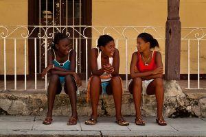 3 GIRLS HAVING A FRIENDLY CONVERSATION